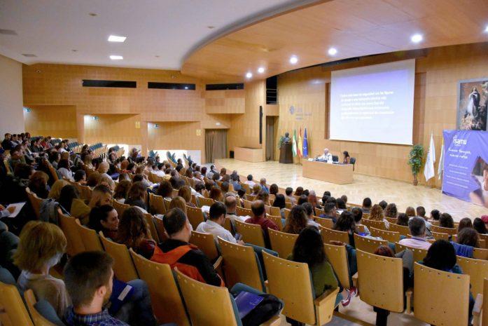 El psicoanalista Juan J. Martínez Ibáñez , en el congreso de SAMU sobre el apego